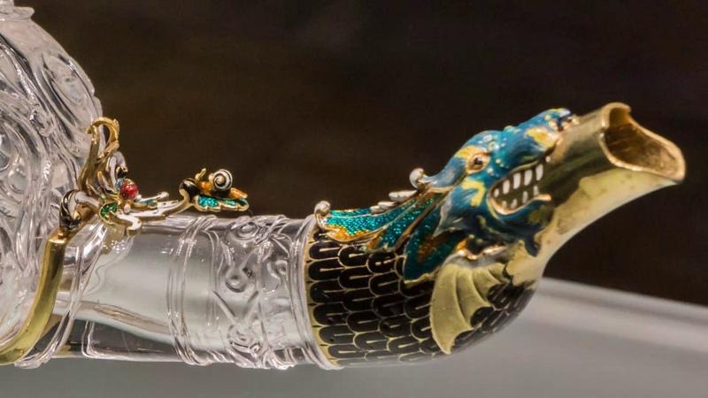 Лампа из горного хрусталя в золотой оправе. Шедевр ювелирного искусства Востока и Запада