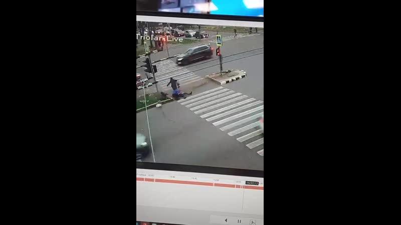 У Харкові водій зніс 3 людей, що стояли на пішохідному переході