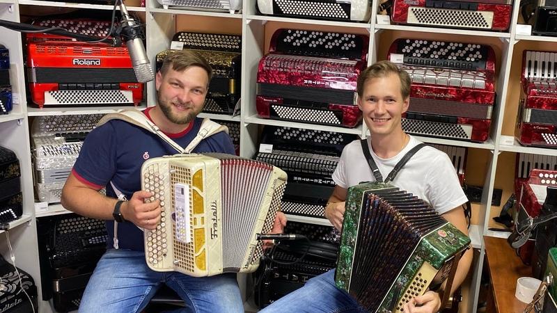 Баксов и Фил отдыхают Парень из Торжка показал чудный вокал Песни и аукцион гармоней