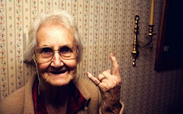 Приезжаю недавно на установку шкафа к одной старушке
