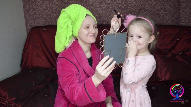 Макияж косметикой Avon глазами ребенка Дочка делает макияж маме Юный визажист