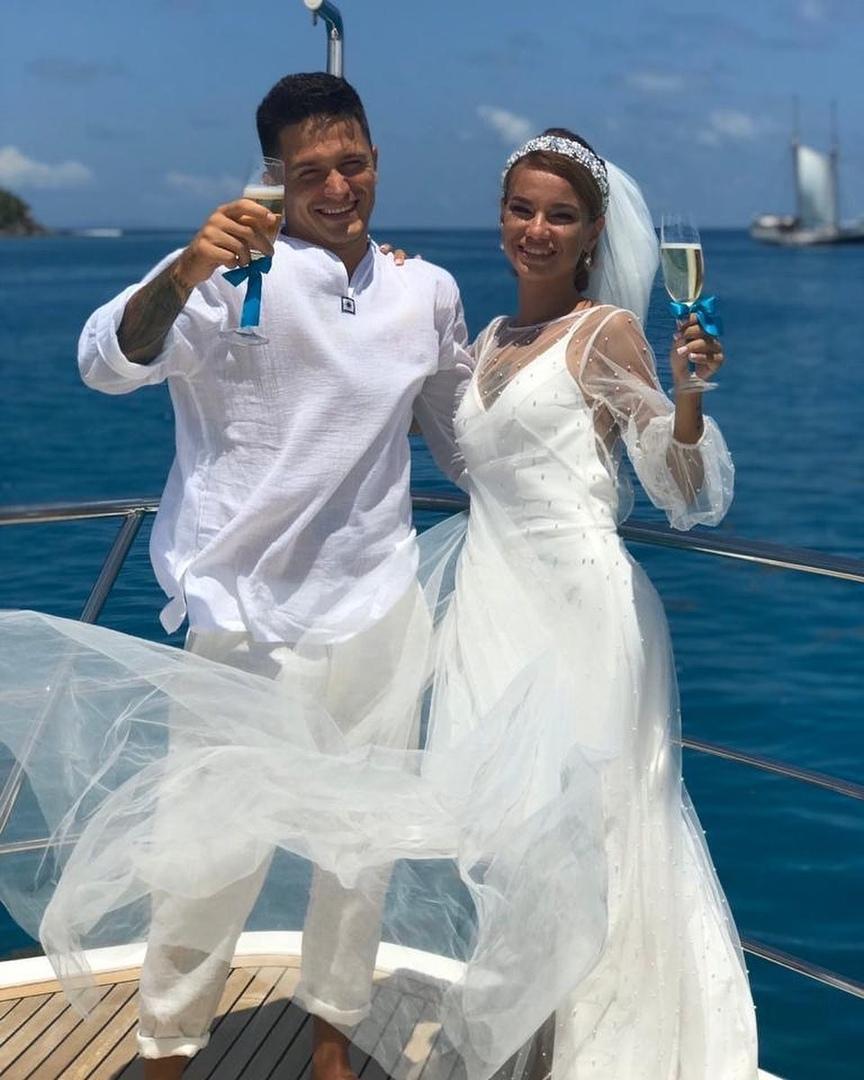 Игорь Русанов и Юлия Щеглова поженились на Сейшелах