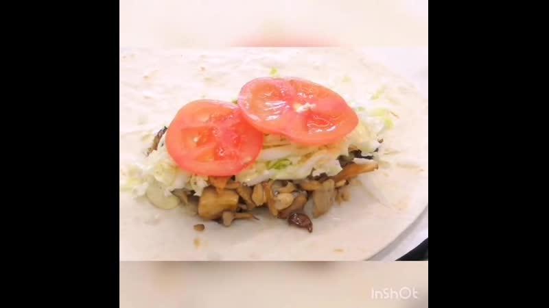 Мы делаем не только сэндвичи 😎Аппетитные роллы сделаны из тех же ингредиентов, что сэндвичи и салаты, но вместо хлеба за основ