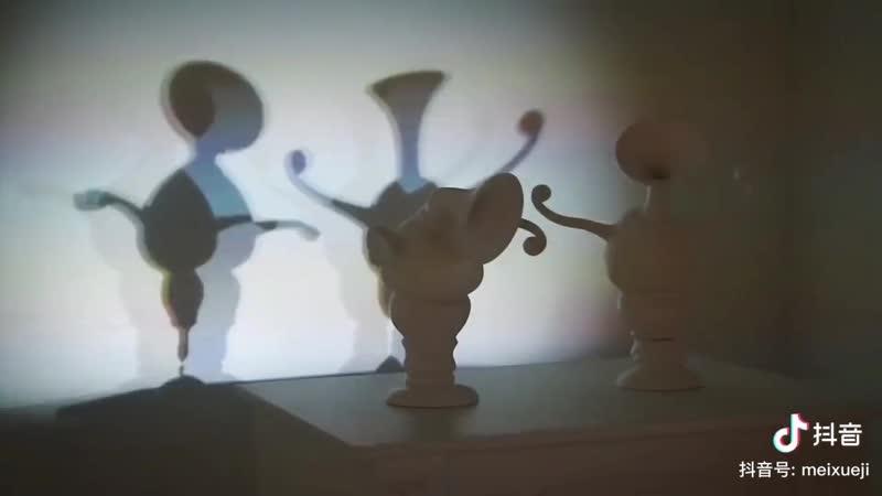 А в душе я танцую танцующие тени двух ваз