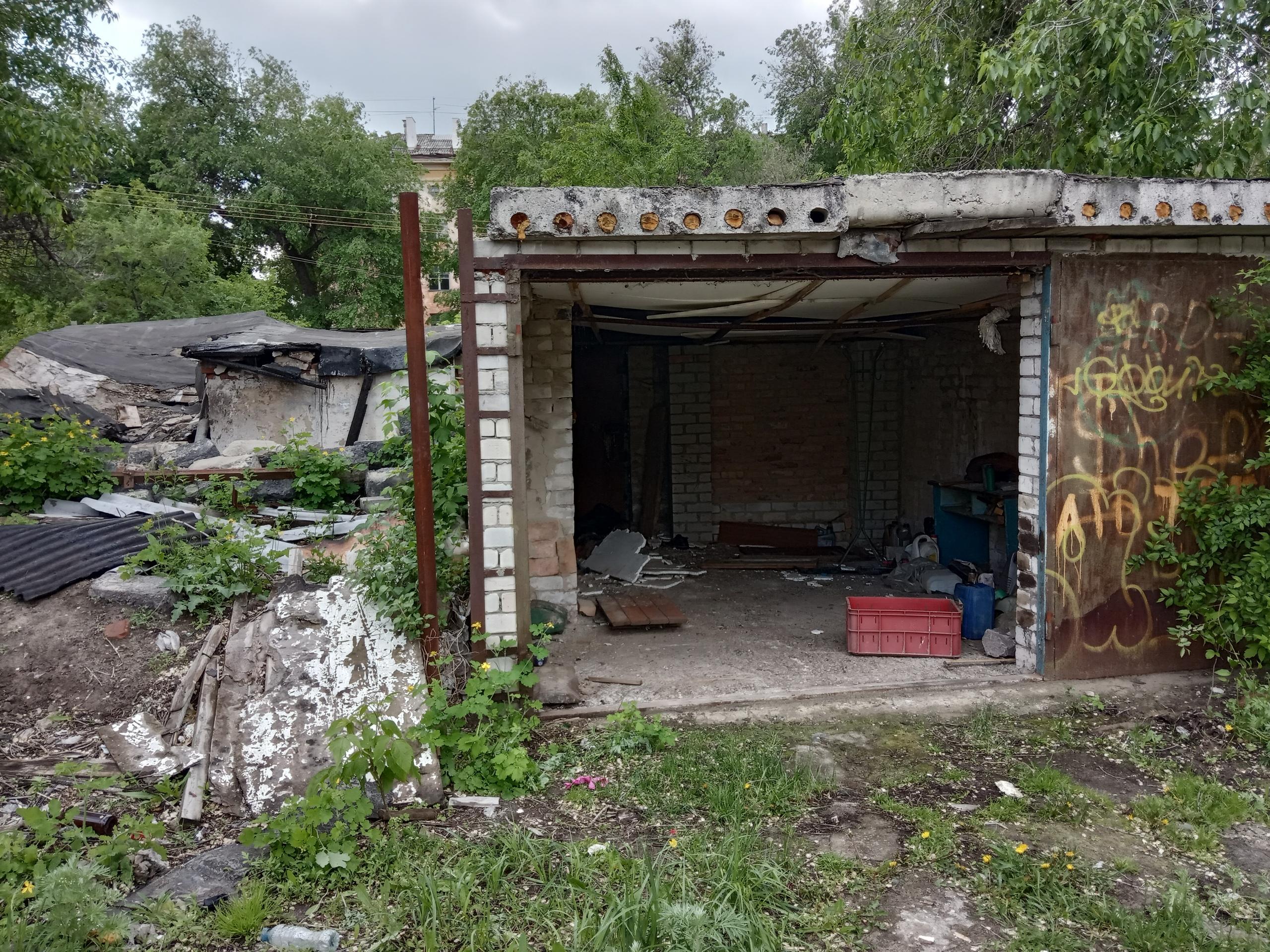 Воронеж, эстетика расселённых ветхих домов и несколько находок в таких местах
