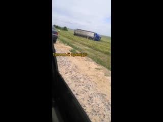 Видео с места смертельного ДТП, которое произошло на 17-м автодороги Оренбург  Акбулак. Три человека скончались.