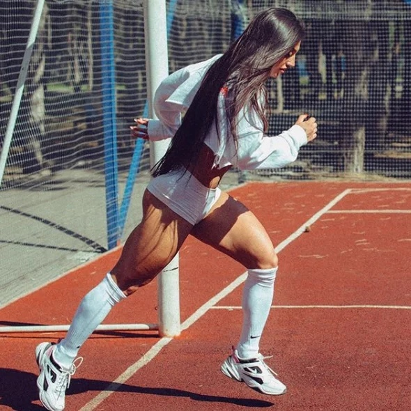 Спортивные и сильные ноги Бахар Набиевой