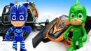 Видео про игры в игрушки и машинки - Герои в масках собирают снегоход. Время быть героем в горах!