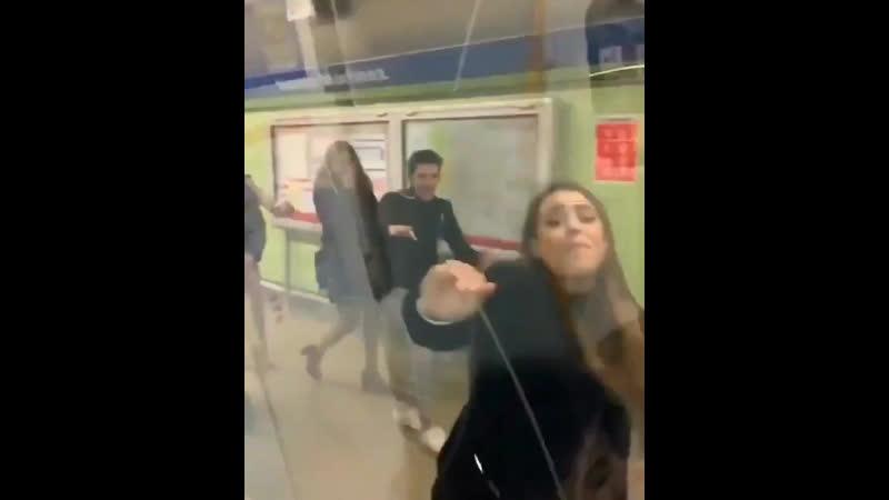 Danna Paola can't reach the subway