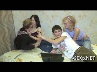 Молодая пара свингеров из Москвы приглашает в гости и трахается с другой парой студентка секс русское инцест бдсм анал