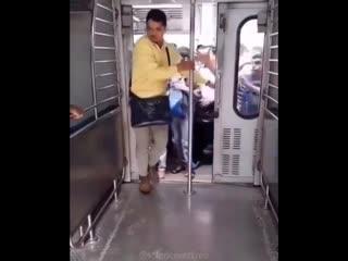 Слоу-мо камеры поезда в Индии