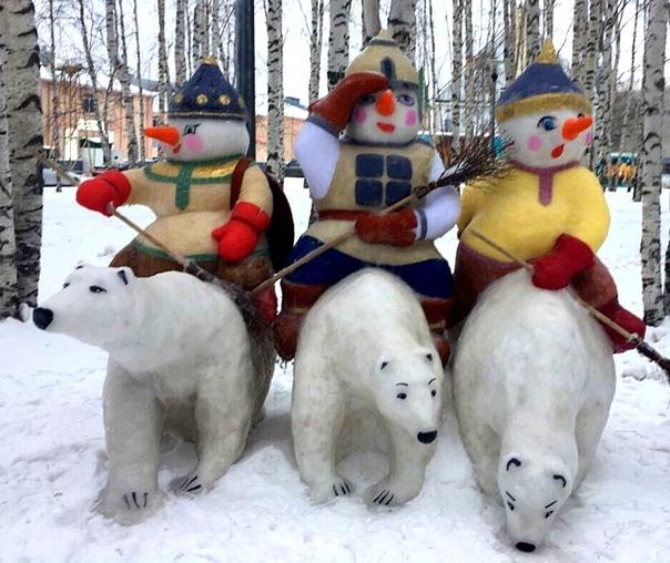 Снеговики-богатыри в Ханты-Мансийске Сохрани их себе, пусть хоть на стене они будут в эту снежную зиму