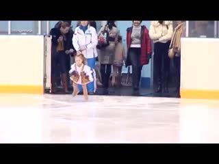 Самая юная фигуристка планеты живет в Казани, на видео ей всего три годика