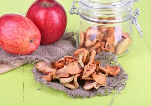 Почему стоит сушить яблоки и как это правильно сделать Как сберечь на зиму большой урожай яблок Помимо традиционных джемов, варенья и компотов можно засушить их без риска потерять большую часть