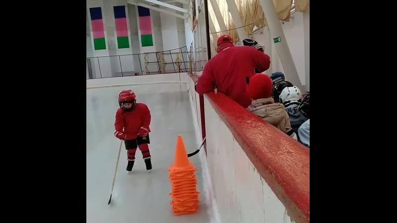 Первые шаги будущих каневских хоккеистов
