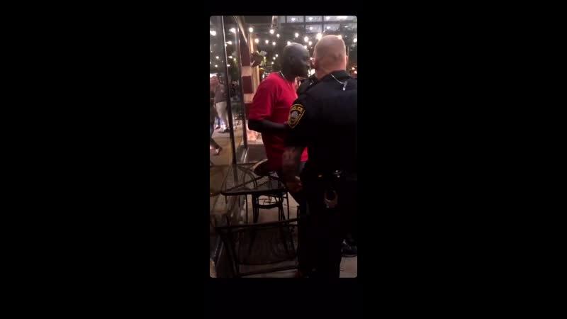 Негр под прикрытием Полицейские винтят негра