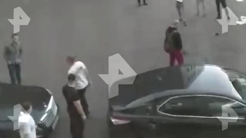Очевидцы сняли на видео нападение блогера Зелимхана на Коваленко