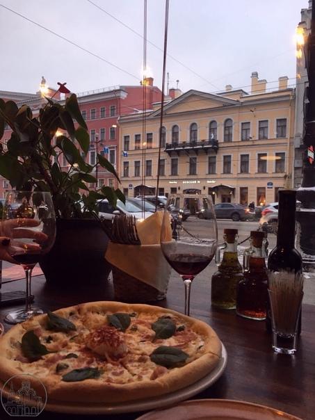 С 1 ноября в Петербурге с вводят QR-коды для посещ...