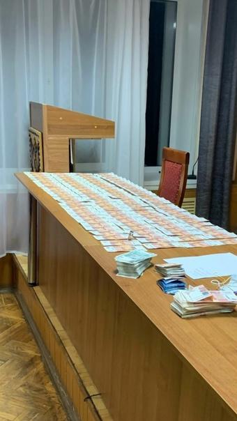 Афериста, укравшего у пенсионерки 300 тыс.руб., за...