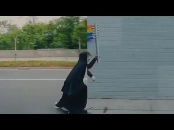 Çarşaflı müslüman kadını LGBT bayraklı cinsiyetsiz alçaklara dönüştürülüyor Nike resmi reklamı bu