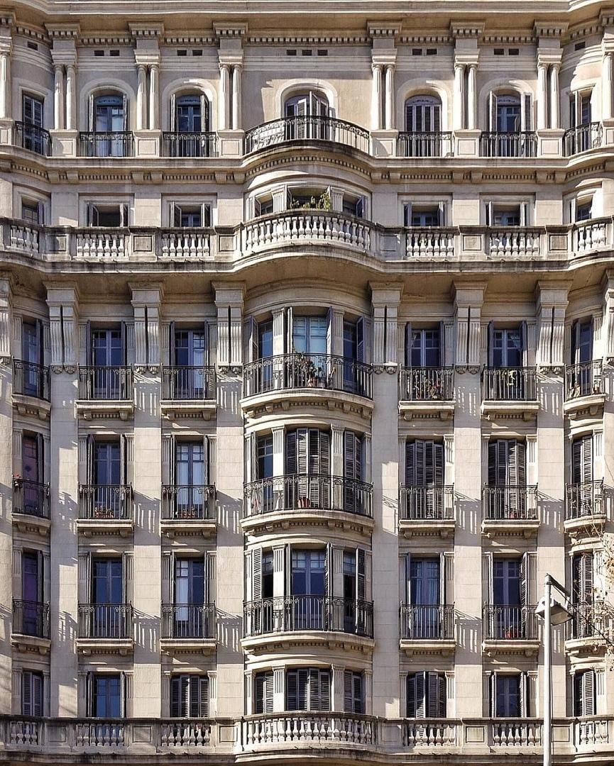 Вдохновение архитектурой: фасады Барселоны в фотографиях Рока Исерна