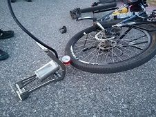 Велосипедистов выручили автолюбители