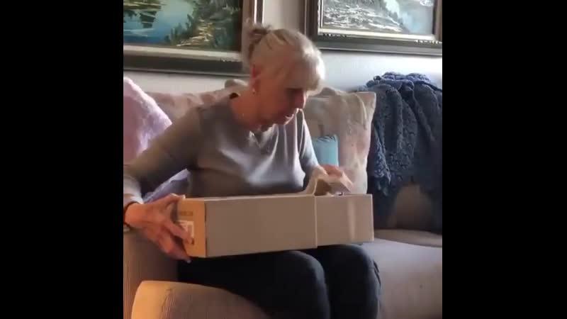 😂 Когда бабушка распаковала твои новые Изики 350... ⠀ minskgood minsklife belarusshopping belarusinsta vsco vscominsk vsc