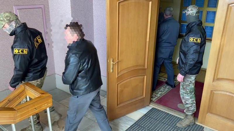 В Смоленске ФСБ задержала сотрудников автодорожного надзора по подозрению в получении взятки