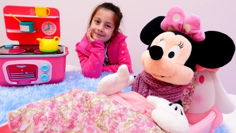 Minnie Mouse çizgi film kahramanı ile evcilik oyunları Kız videoları